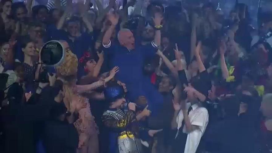 Gaultier dice adiós a la moda con un espectacular desfile