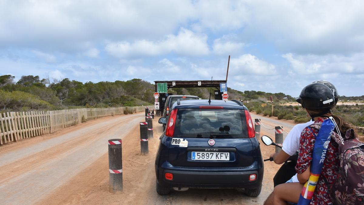 Imagen de archivo del control de acceso a ses Illetes, en Formentera.
