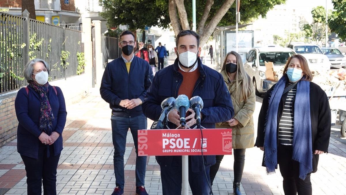 Pérez, hoy, en rueda de prensa junto a alguno de sus concejales.