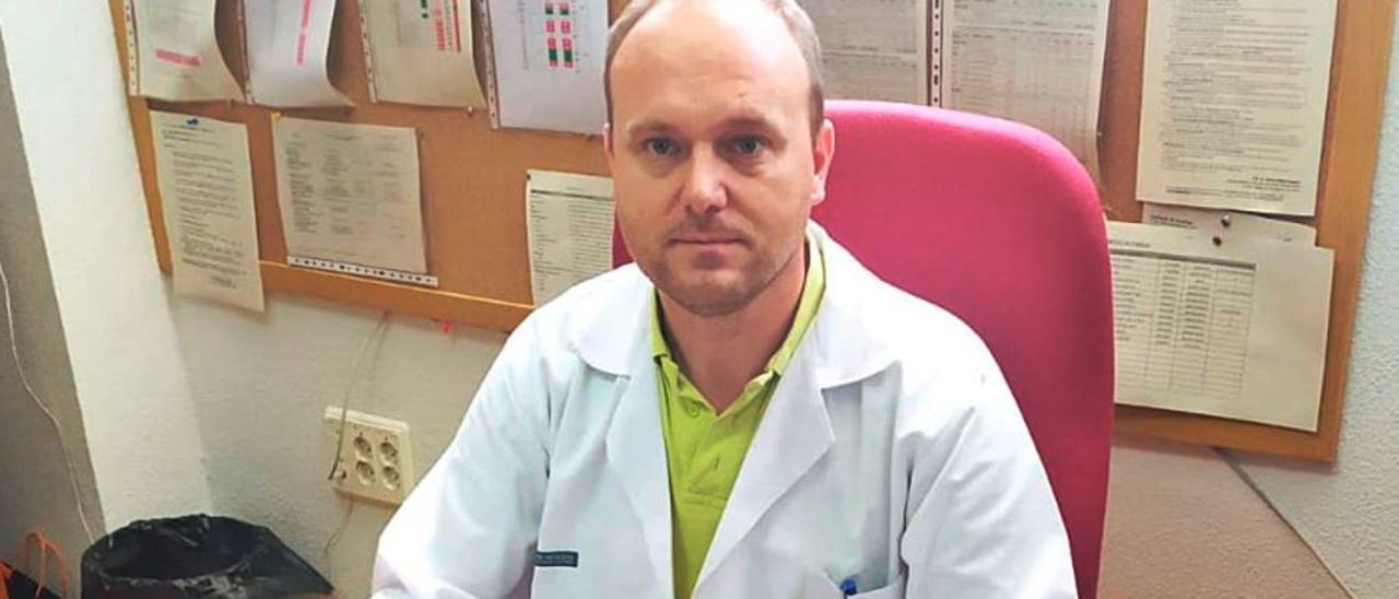 Amos Urtubia, director médico de Atención Primaria en el departamento de la Marina Baixa.
