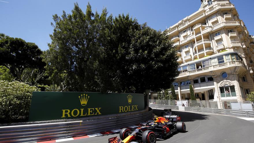 'Checo' Pérez manda en los libres de Bakú, con Sainz tercero