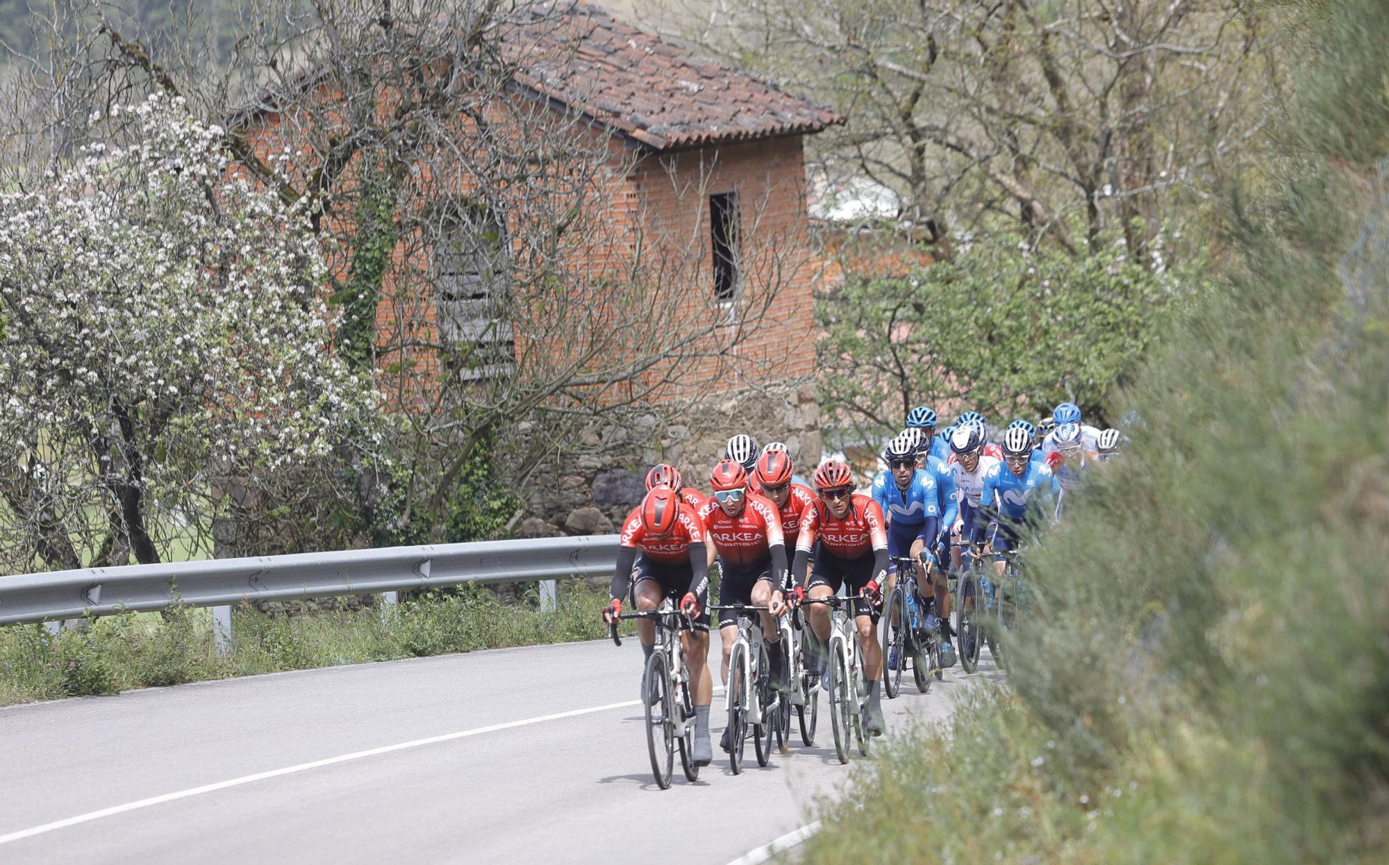 La segunda etapa de la Vuelta Ciclista a Asturias, en imágenes