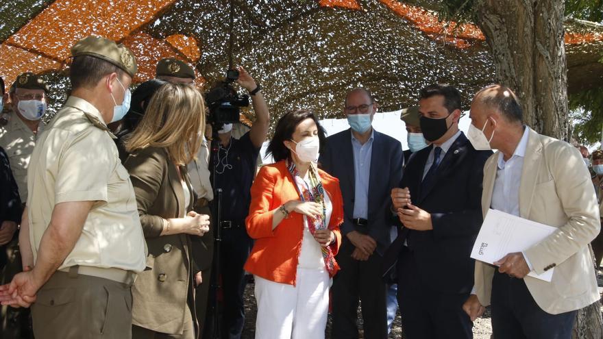 Margarita Robles visita los terrenos de La Rinconada donde se ubicará la base logística del Ejército