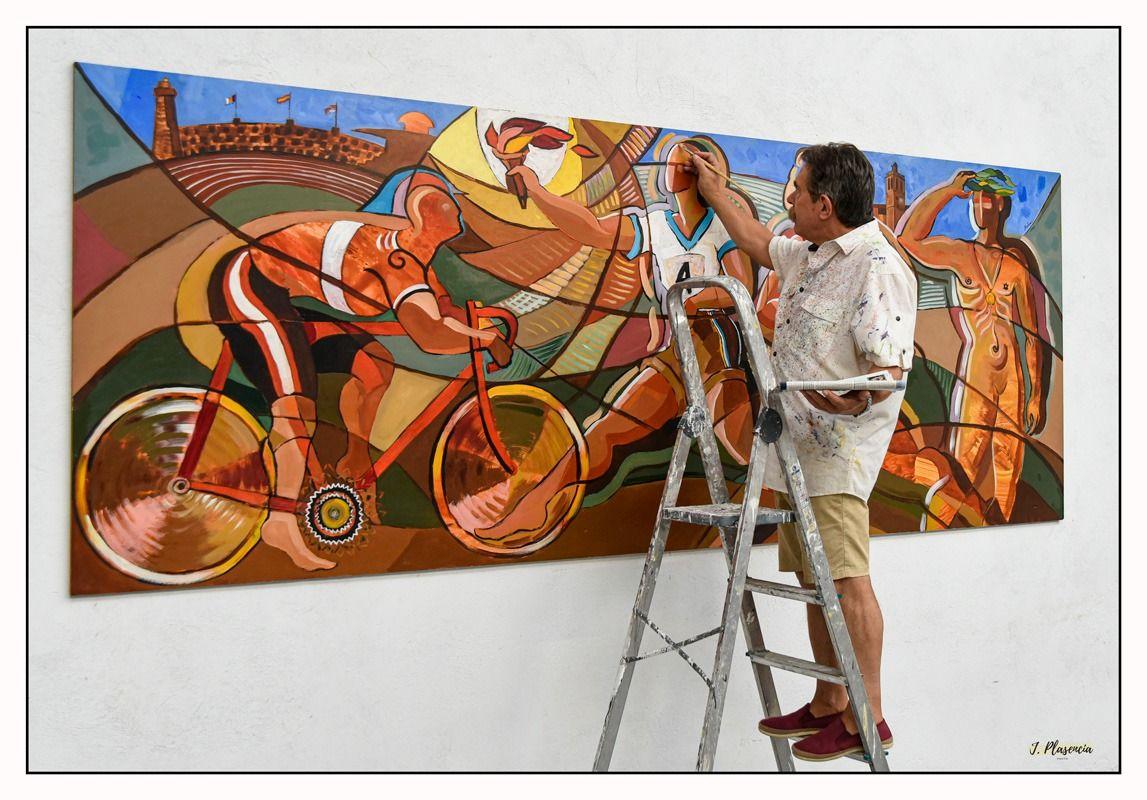 Restauración de los cuadros del pintor Luis Bolumar en el Pabellón de Deportes en Segorbe.