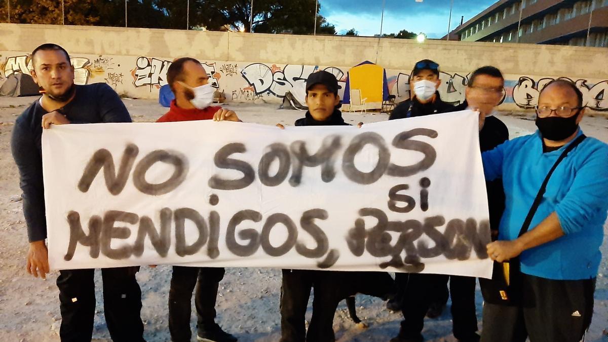 Hallan muerta en la calle a una mujer sin hogar en Alicante