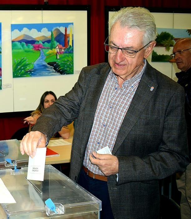Vilagarcía, A Illa, Ribadumia, O Grove... Los votantes de la comarca eligen a sus representantes municipales y europeos.