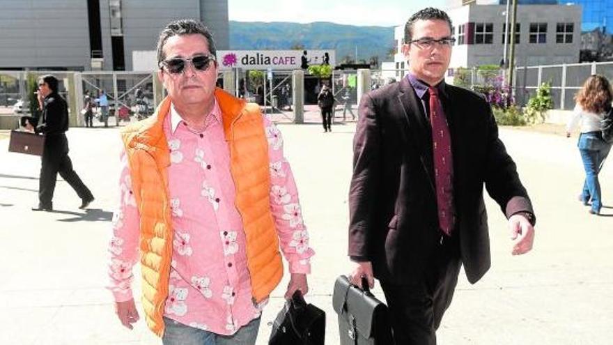 Pardo Geijo con uno de los implicados en el caso Rotondas