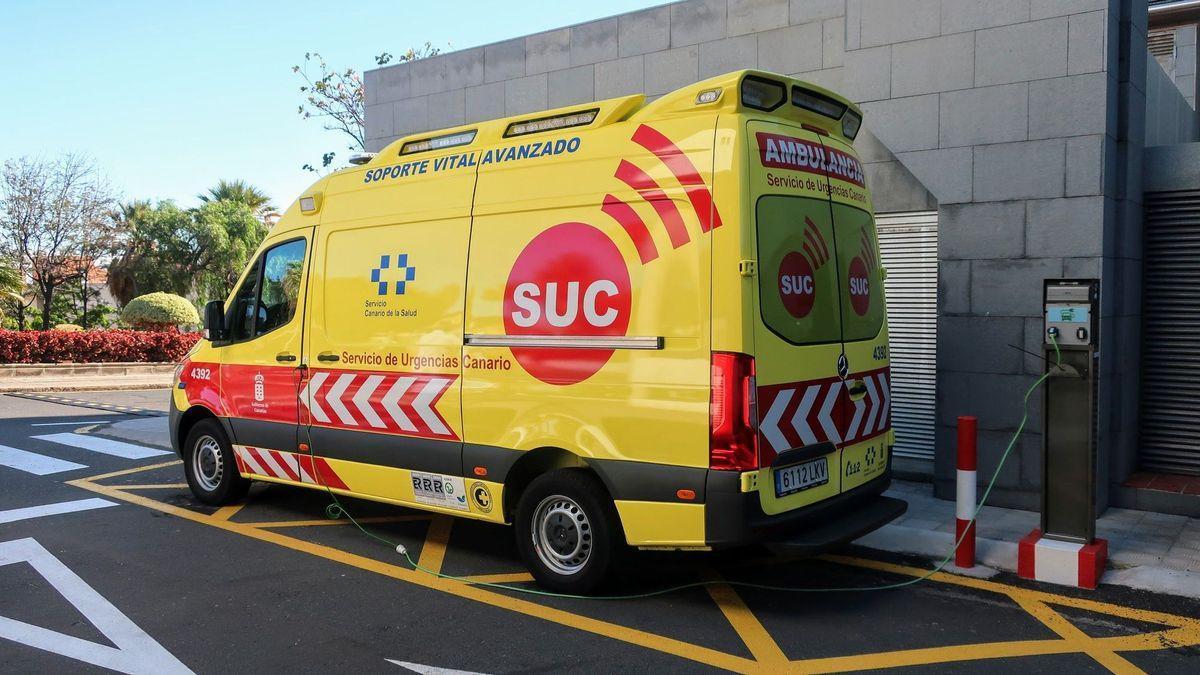 Imagen de archivo de una ambulancia del Servicio de Urgencias Canario.