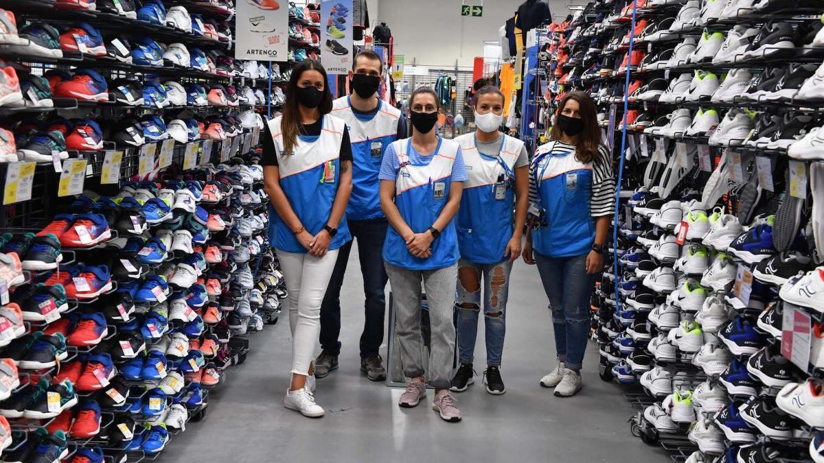 La tienda de Decathlon en Oleiros cuenta con una amplia oferta para equipar a los niños en el nuevo curso.