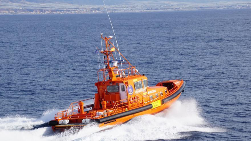 Remolcado a puerto un velero que sufrió una rotura en la caña del timón en Ibiza