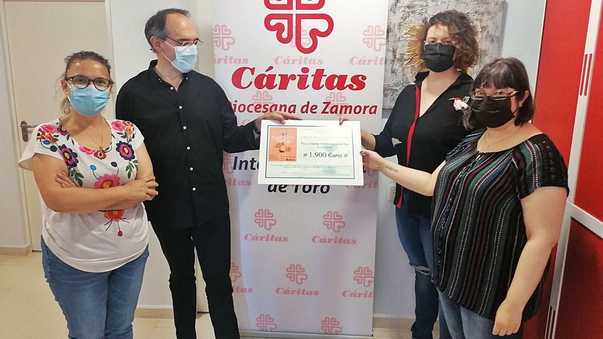 De izquierda a derecha, Pérez, Martín de Lera, García y Cámara en el acto de entrega de la recaudación. | M. J. C.
