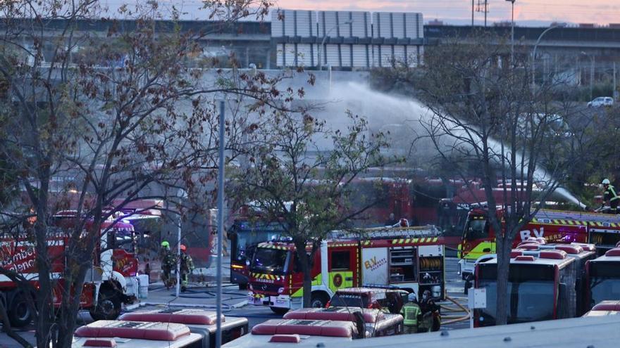 El incendio en la cochera de la EMT podría superar los cinco millones y medio de euros en daños