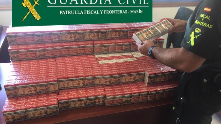 La Guardia Civil se incauta de 1.500 cajetillas de tabaco en el puerto de Marín