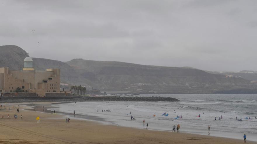 Viernes de fuerte calor y viento en Canarias