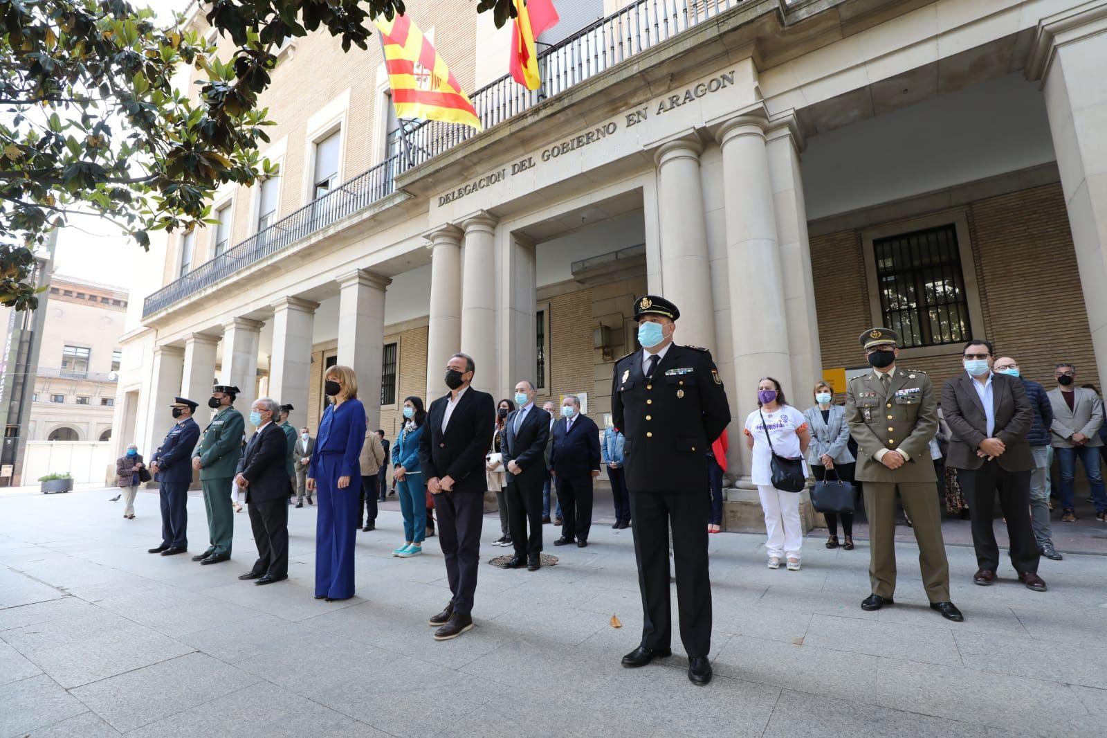 Minuto de silencio en la Delegación del Gobierno en Aragón
