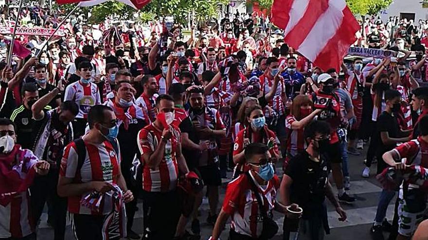 Almendralejo se hizo rojiblanco por el CD Badajoz-Zamora CF