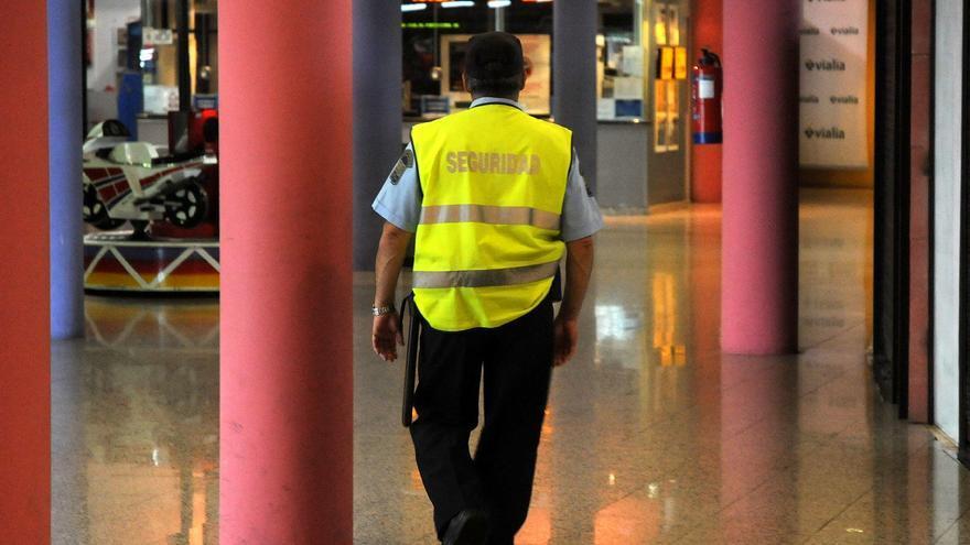 """""""No se pueden emplear los pocos recursos policiales que hay en controlar supermercados"""", critican los vigilantes de seguridad"""
