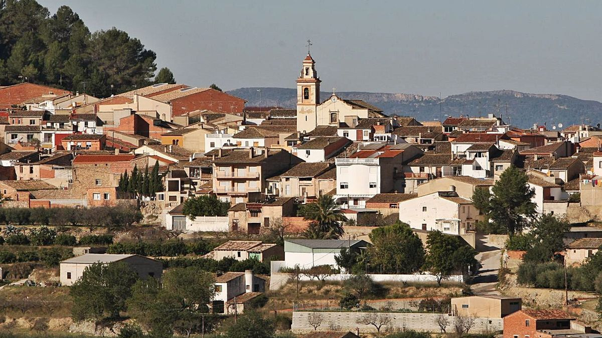 A la izquierda Montitxelvo, uno de los municipios de la Vall d'Albaida de Som Rurals. A la derecha, Llocnou de Sant Jeroni, que recibe otra ayuda de este programa. | PERALES IBORRA