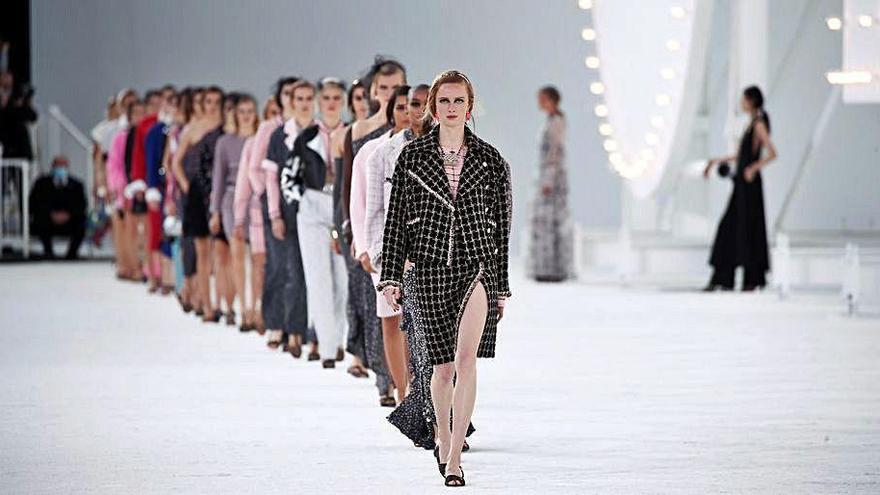 Chanel apuesta por un desfile presencial y conquista París
