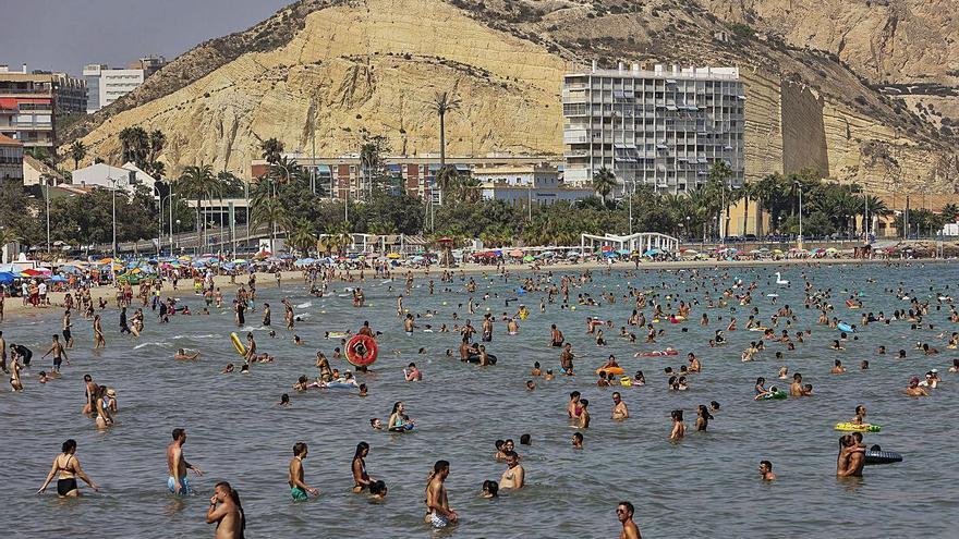 Para no salir del agua: Alerta por calor extremo con máximas que alcanzan los 43,6 grados