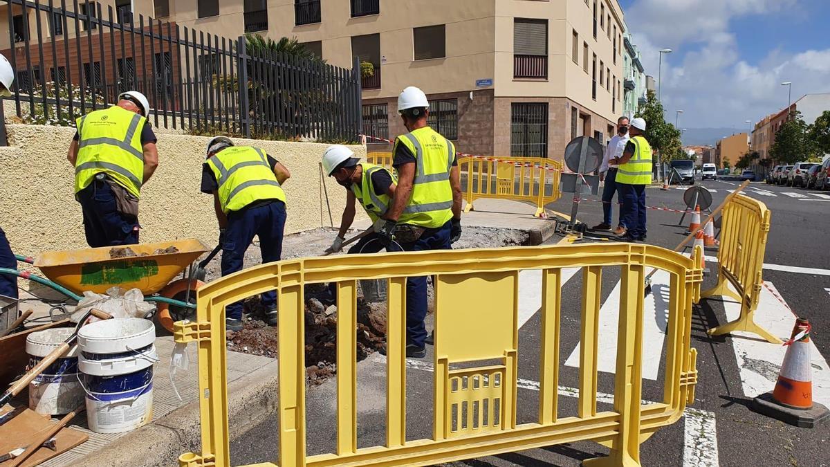 Cuadrillas realizando mejora en La Gallega.