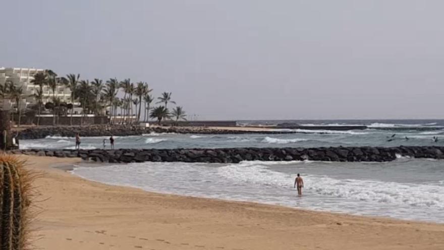 25 de diciembre con oleaje y calima en Costa Teguise