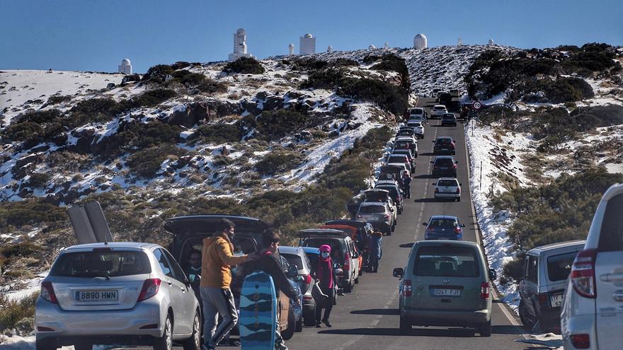 """CC critica el """"caos circulatorio"""" en el acceso al Teide este fin de semana"""
