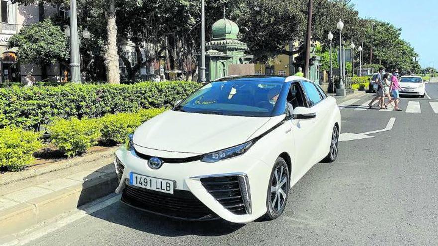 Toyota matricula el primer vehículo de hidrógeno en Canarias