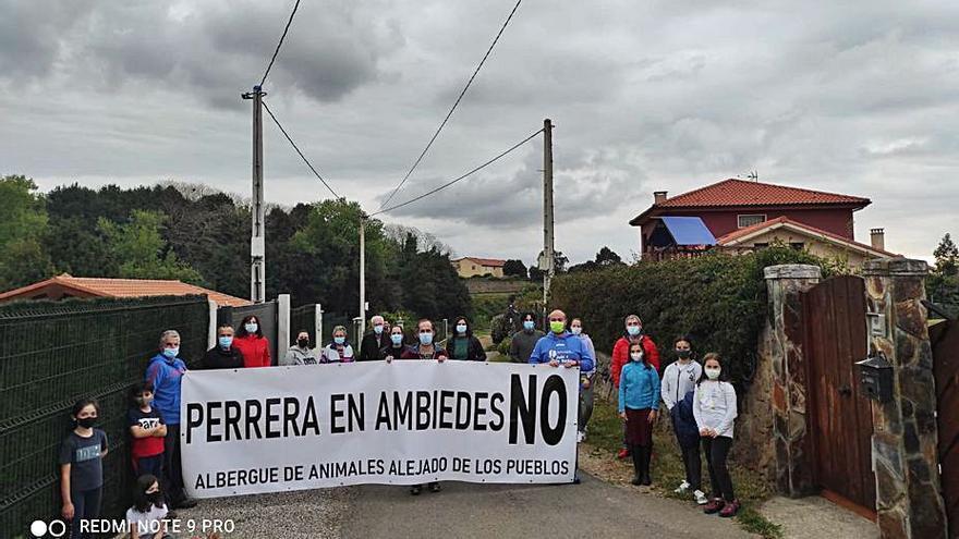 Los vecinos de Ambiedes se movilizan contra la ubicación de la perrera en la parroquia
