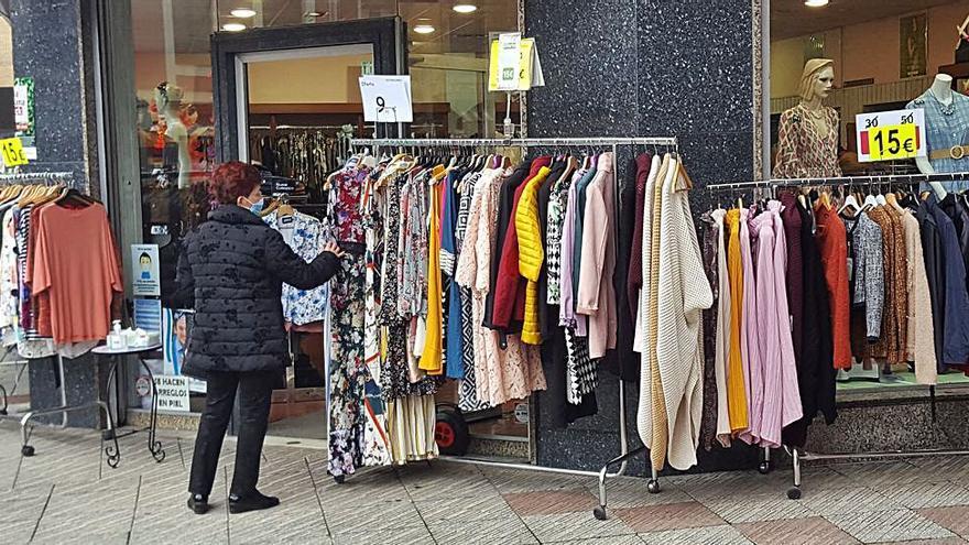 Los comerciantes salen a la calle en Langreo