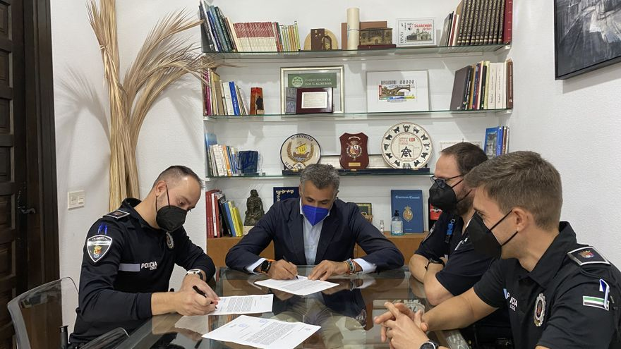 La plantilla de la policía de Coria se completa con la incorporación de un agente