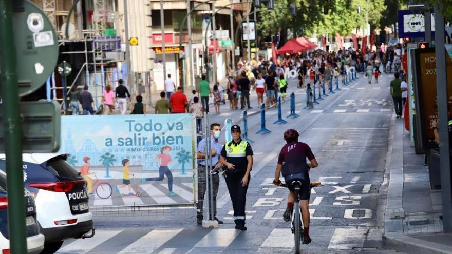 Los peatones conquistan la Gran Vía de Murcia