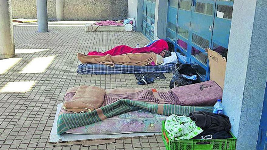 Los vecinos de Azorín alertan del incremento de personas que duermen en la calle
