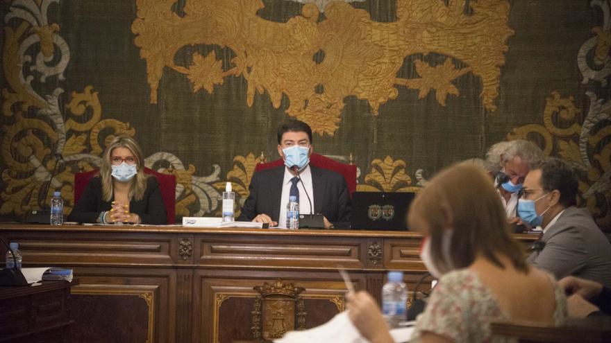 El acuerdo entre el Consell y el bipartito garantiza estabilidad a la plantilla social