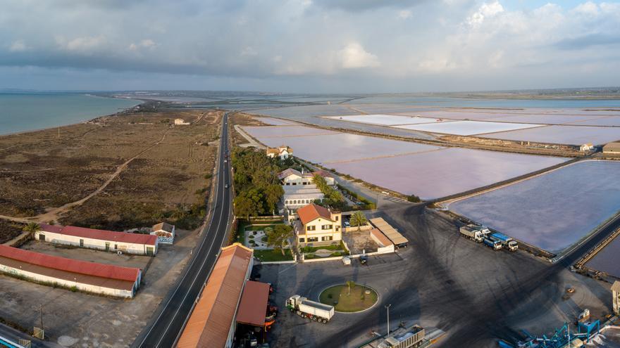 Ecologistas denuncian movimiento de tierras en Elche que afectan al parque natural de Las Salinas