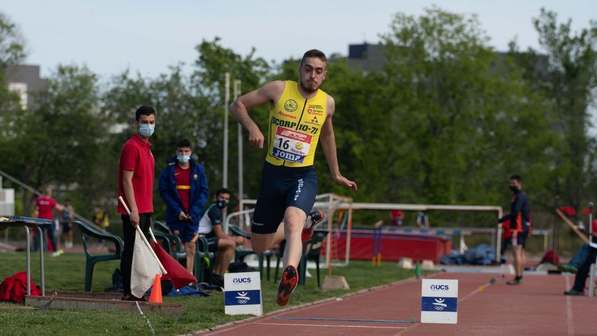Edu Blazquez, en triple salto.