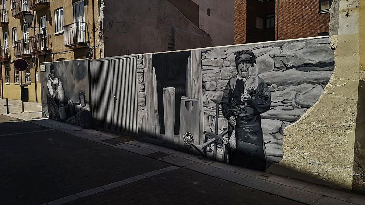 Mural en la calle Mazariegos, con la hilandera sanabresa en primer plano. | Nico Rodríguez
