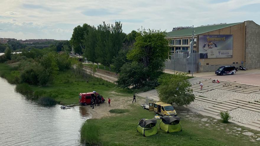 Buscan a un niño de 13 años que nadaba en el Ebro en Zaragoza