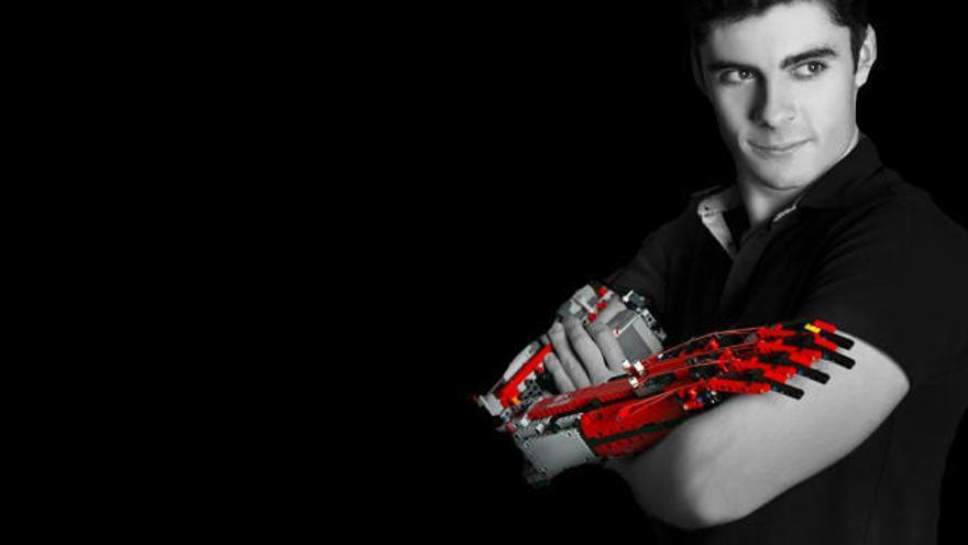 David Aguilar: el chico con el brazo de Lego