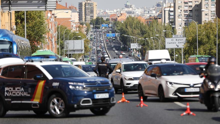 Madrid prorroga la  prohibición de reuniones y el toque de queda hasta el 26 de abril
