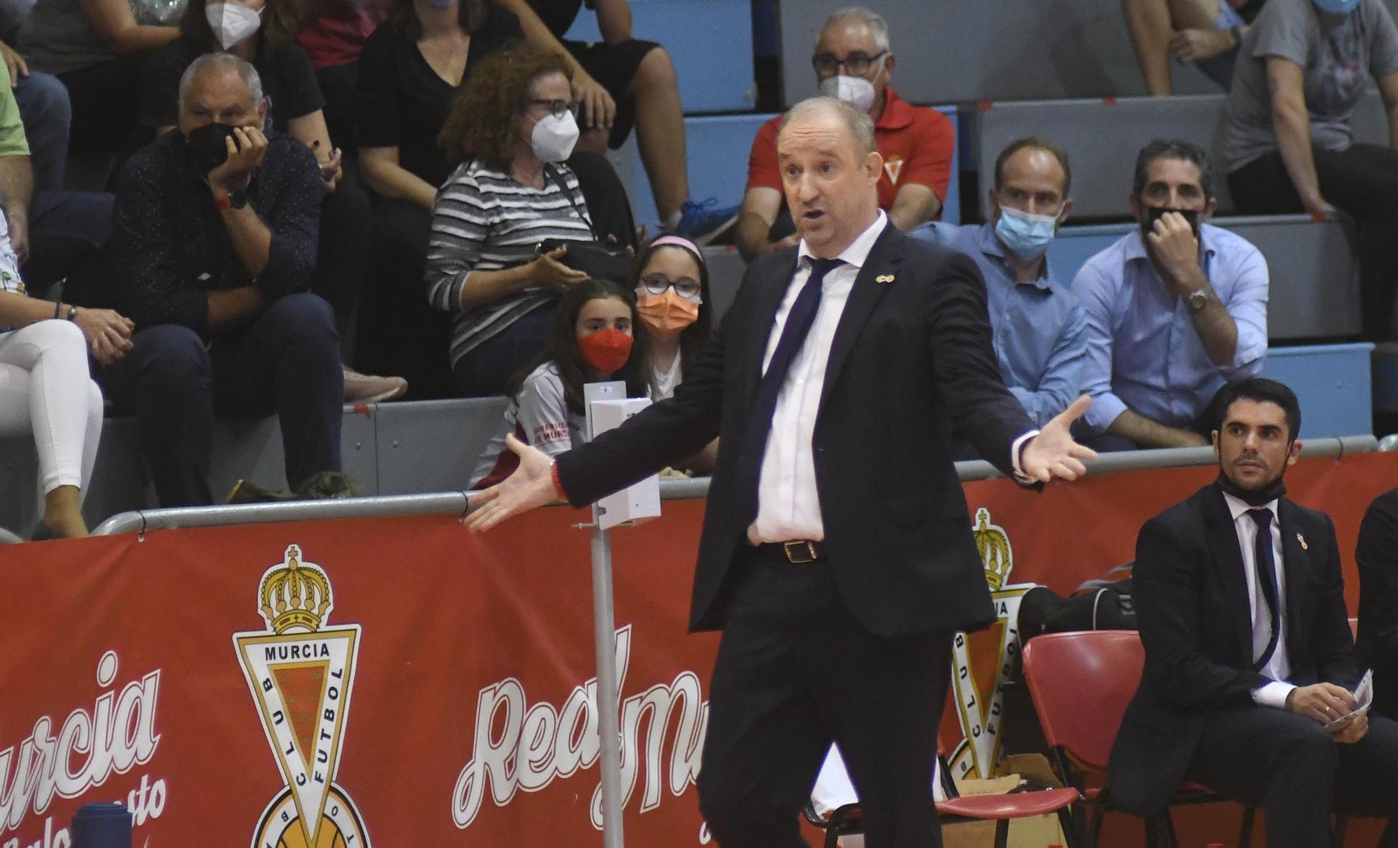 El Real Murcia sorprende al Granada y fuerza el tercer partido del play off de ascenso (69-62)