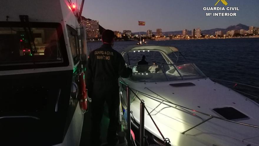 La Guardia Civil detecta una fiesta en la Albufereta en dos yates con 20 personas