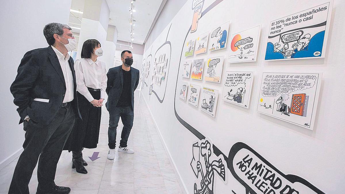 Aurelio Martínez, Diana Morant i Nahuel González visiten l'exposició, ahir.