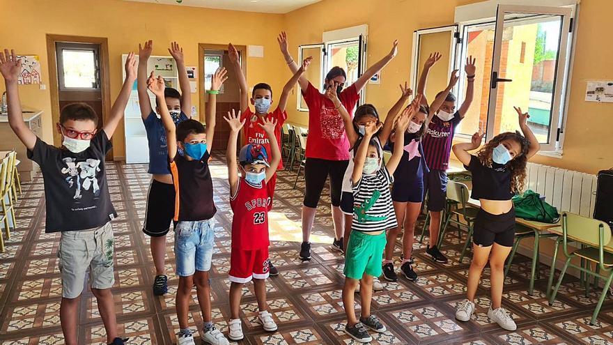 Música y baile para los más pequeños en Vecilla de Trasmonte