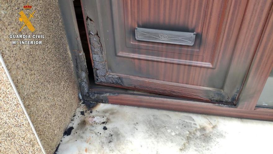 Detenidos los autores del incendio en la casa del jefe de la Policía Local de Talavera la Real