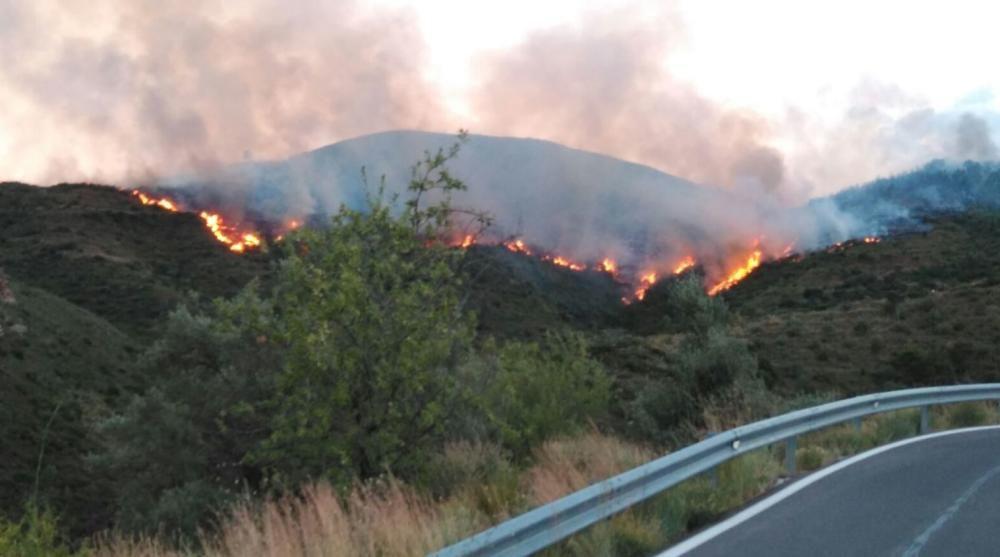 Un incendio amenaza la Calderona en Gátova