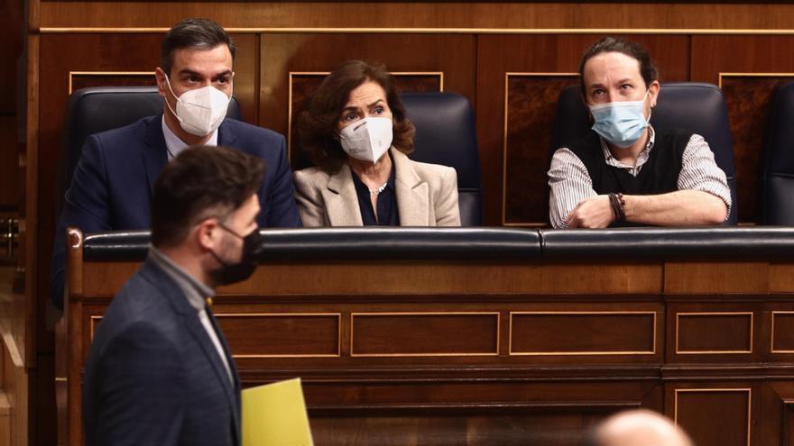 """Sánchez pide a Podemos bajar los """"decibelios"""" de las tensiones en el Gobierno"""