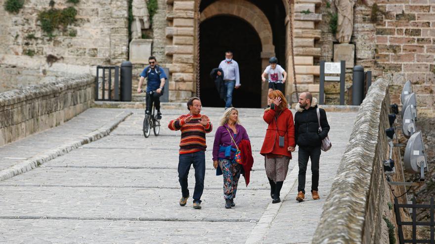 Dalt Vila se pone de moda entre los residentes de Ibiza