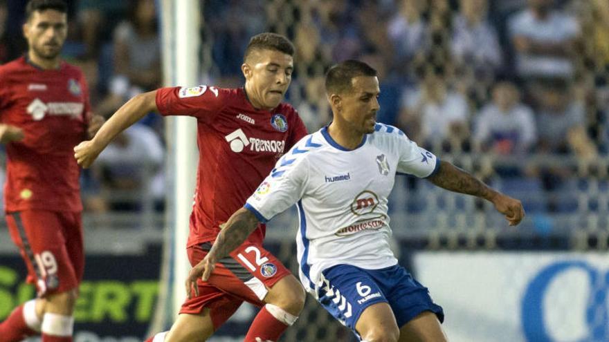 El Tenerife golpea primero al Getafe con un gol de Jorge Sáenz