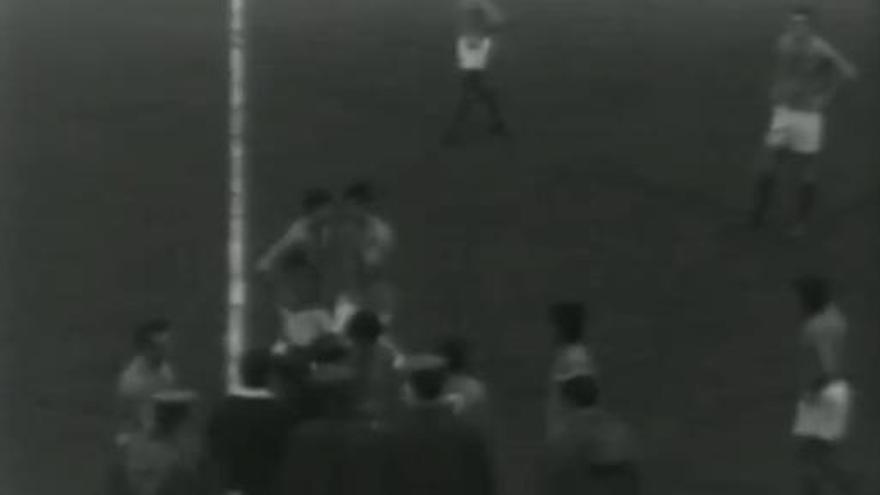 Las históricas (y tensas) imágenes del Oviedo que ha recordado Maldini a colación del VAR